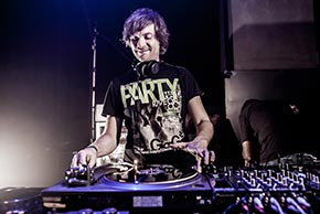 DJ Skinny B